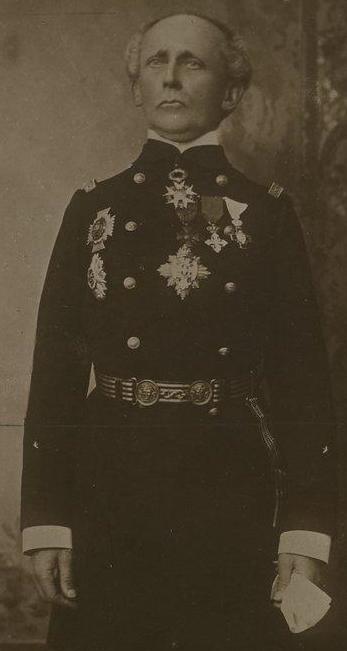 A la fin de sa vie en grande tenue de contre-amiral avec toutes ses décorations