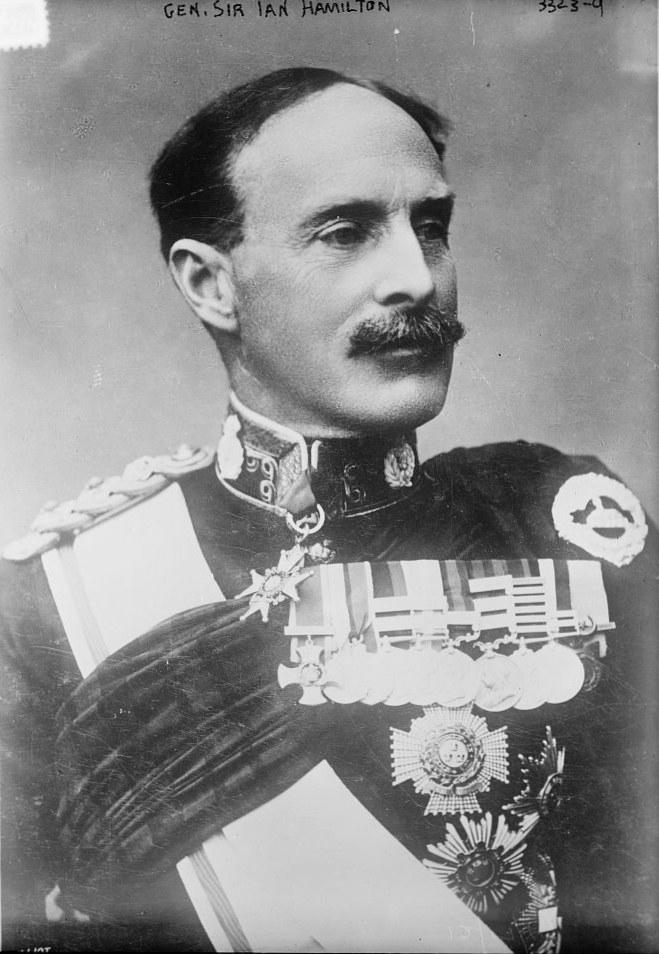Sir Ian Hamilton, commandant le M.E.F.