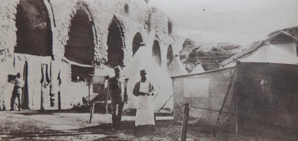Ambulance francaise dans fort turcLR