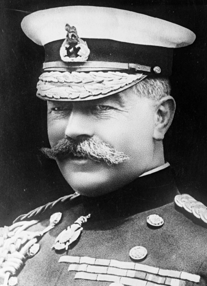 Herbert_Kitchener_1914LR